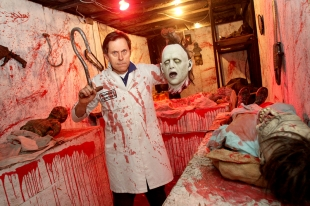Homemade haunted house spooks scores each year news for Homemade haunted house effects